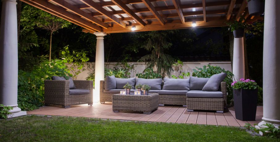 Rats attracted to backyard, patio furniture